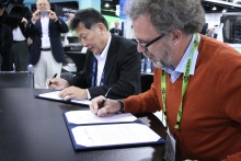 Kimihiko Hirao, Director of the RIKEN Advanced Institute for Computational Science, and Michael E. Papka, Director of the Argonne Leadership Computing Facility